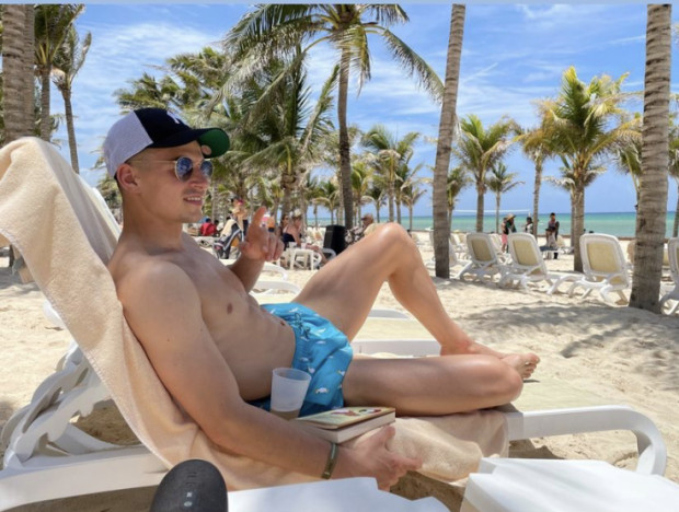 Karol Fila na plaży w Meksyku.
