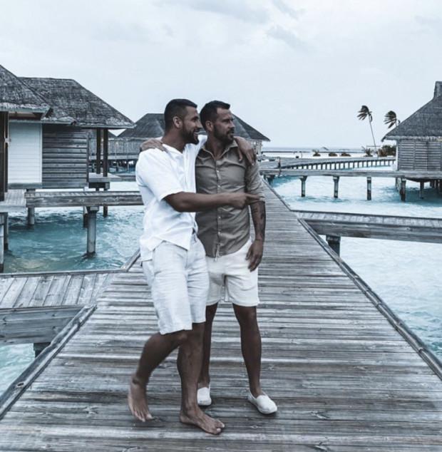 Rafał Pietrzak i Łukasz Zwoliński na Malediwy polecieli razem z partnerkami.