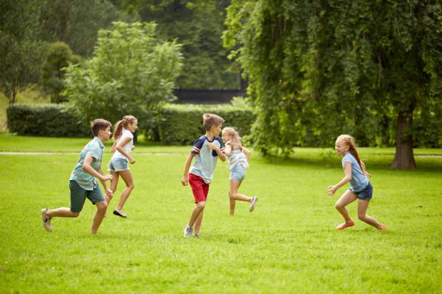 Berek to jedna z najstarszych zabaw dla dzieci w różnym wieku.