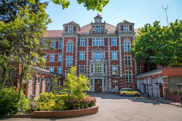 Dawny szpital miejski przy ul. ks. Rogaczewskiego na współczesnych zdjęciach.