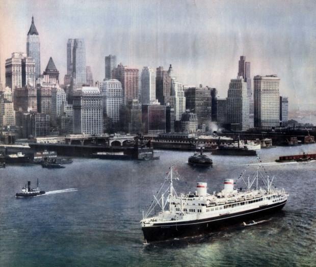 Transatlantyk Batory w porcie w Nowym Jorku. Zdjęcie wykonano w połowie lat 30. ubiegłego wieku.