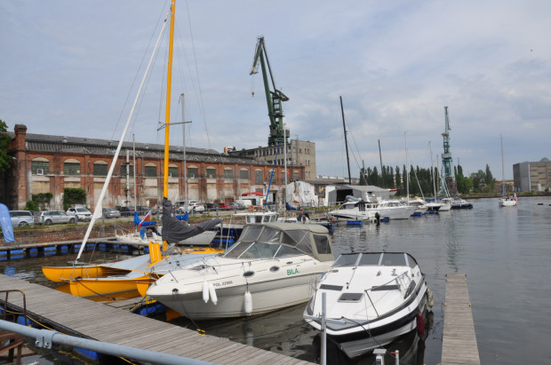 W miejscu po dawnych dokach dziś cumują łodzie i jachty.