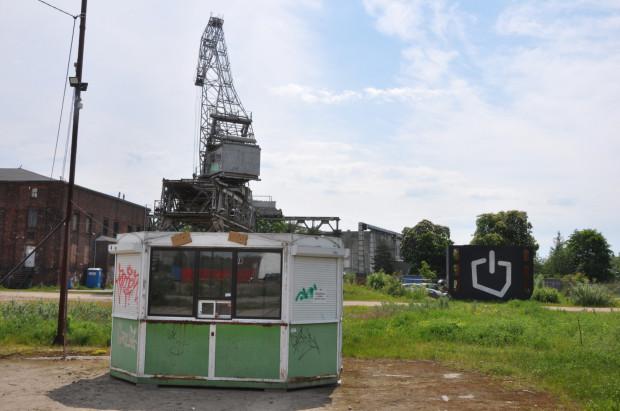 Jeszcze do niedawna kiosk stał na Zaspie i można było kupić w nim gazety. Wkrótce będzie mini galerią sztuki.