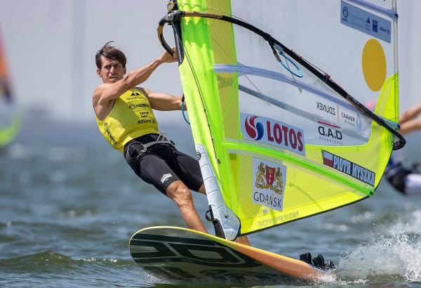Piotr Myszka na trasie regat Pucharu Świata w Medemblik w klasie RS:X, które zakończyły się jego zwycięstwem.