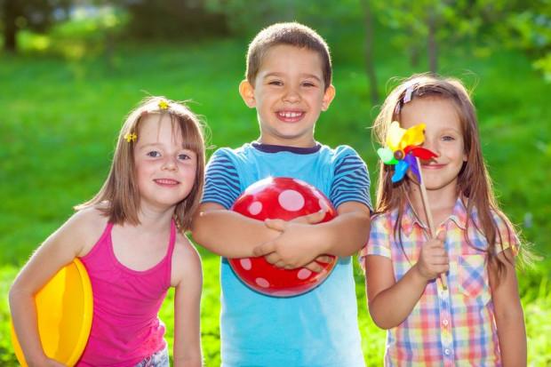 Trójmiasto oferuje bogatą ofertę półkolonii sportowych dla dzieci. Za pięciodniowe zajęcia od rana do popołudnia trzeba zapłacić kilkaset zł.