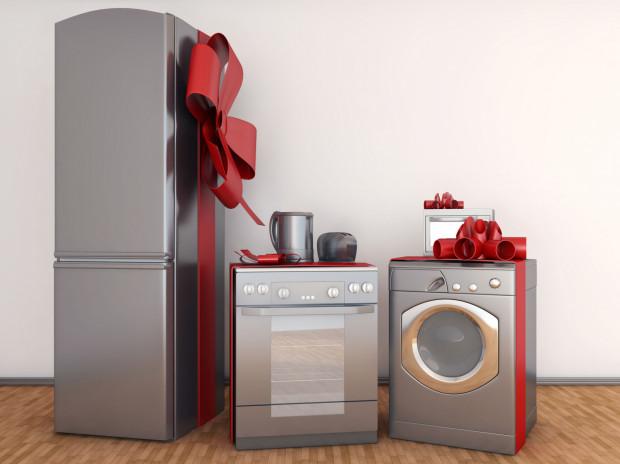 Dawniej nowożeńcy w prezencie ślubnym otrzymywali najczęściej artykuły AGD i RTV, ręczniki, obrusy, pościele, lampy, zastawy stołowe i sztućce.