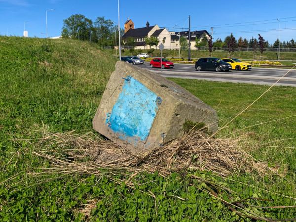 Nagrobek Heinricha von Kampena został odnaleziony na trawniku przy al. Adamowicza na Morenie. Po kilku dniach genealodzy amatorzy ustalili wiele szczegółów z niedługiego, 29-letniego życia gdańszczanina.