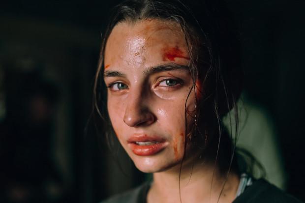 """Julia Wieniawa w filmie """"W lesie dziś nie zaśnie nikt""""."""