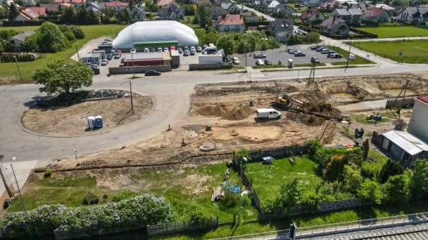 Na budowę węzła integracyjnego w Osowej wjechał ciężki sprzęt. Inwestycja ma zakończyć się jesienią 2021 roku.