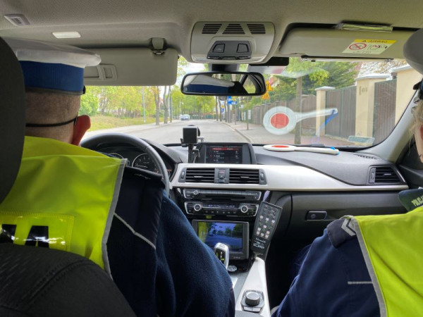 Pijanego i poszukiwanego przez policję kierowcę zatrzymano dzięki zgłoszeniu od innego z kierowców.