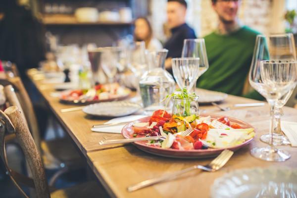 Jeśli twoja dieta na co dzień jest zdrowa i różnorodna, nie musisz stresować się w restauracji wyborem czy zamianą składników, a możesz skupić się na tym, by odkrywać nowe smaki.