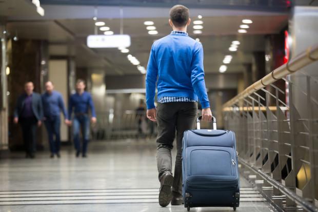 Mężczyzna powiedział, że ma w bagażu bombę. To postawiło na nogi strażników granicznych. 55-latek tłumaczył się zdenerwowaniem pandemią koronawirusa.