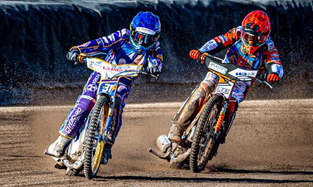 Jakub Jamróg (kask niebieski) i Krystian Pieszczek (czerwony) nie awansowali do finału IMP. W półfinale w Krośnie zdobyli razem zaledwie 5 pkt.
