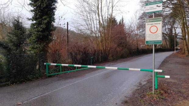 Szlaban na ul. Reja był zamknięty od stycznia tego roku. Wkrótce droga znów będzie przejezdna.