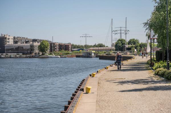 Nie ma barierek przy wodzie, bo zgody na nie nie wydałby Urząd Morski.