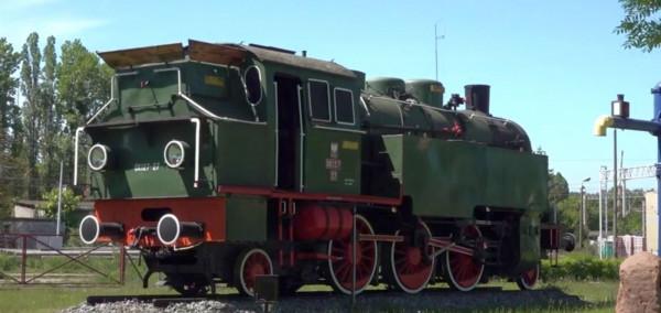 Lokomotywa OK127 to jeden z czterech zachowanych parowozów z tej serii. O godzinie 12 gwiżdże, co jest szczególną atrakcją dla dzieci.