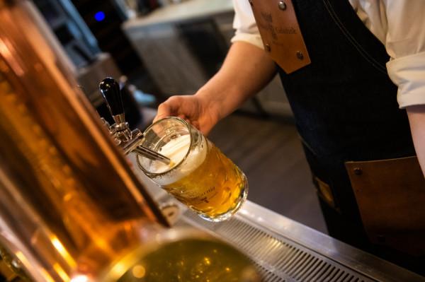 Wreszcie można znowu wybrać się ze znajomymi na piwo.