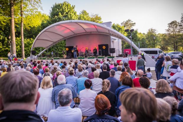 W Amfiteatrze Orana w Parku Oruńskim będzie można posłuchać m.in. śpiewających aktorów oraz pośmiać się przy skeczach Grupy Mocarta.