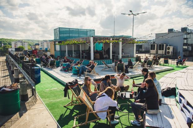 Stacja to największa kulinarna przestrzeń w Trójmieście, od zeszłego roku może pochwalić się także dodatkową przestrzenią pod gołym niebem.