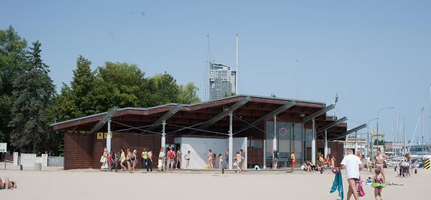 Jedną z toalet publicznych w Gdyni jest ta zlokalizowana na plaży Śródmieście.