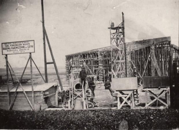 Hala numer 1 w trakcie budowy około roku 1928.