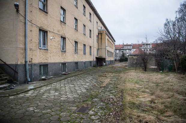 Tak wygląda teren, na którym stoi budynek przy Hallera 122.