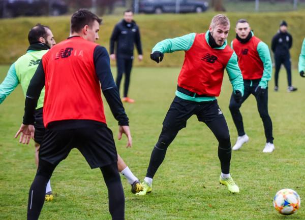Lechia Gdańsk 14 czerwca rozpoczyna przygotowania do sezonu 2021/22. Na pierwszym treningu spodziewanych jest 23 piłkarzy. Na zdjęciu od lewej: Flavio Paixao, Karol Fila, Tomasz Makowski i Maciej Gajos.
