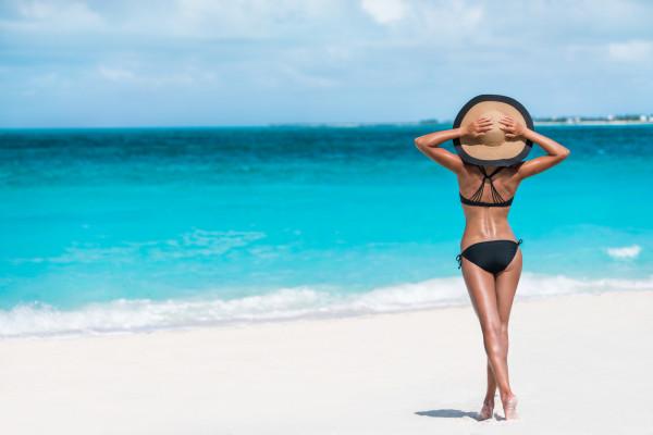 Warto pamiętać, że każde celowe wystawianie się na słońce powoduje uszkodzenia głębokich warstw naszej skóry.