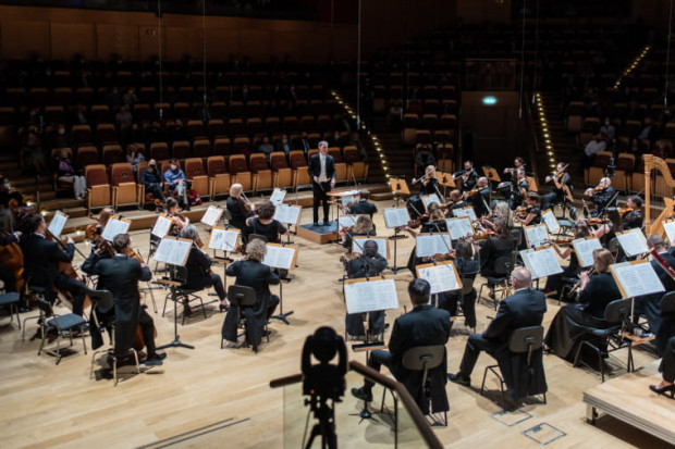 W piątek 11 czerwca w Filharmonii Bałtyckiej odbyło się uroczyste zakończenie sezonu artystycznego 2020/2021. Orkiestrę PFB poprowadził jej dyrektor artystyczny, Georg Cziczinadze.