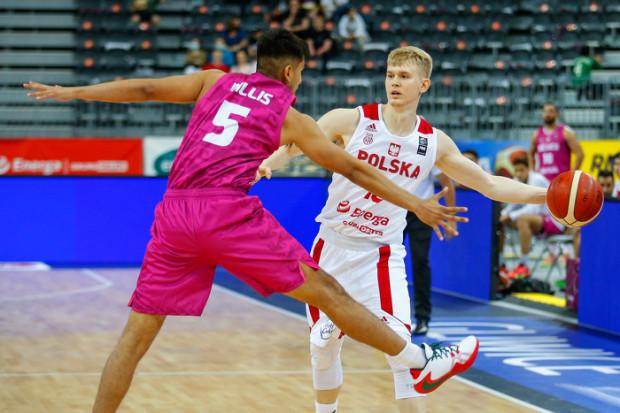 Polska zaczęła przygotowania do eliminacji do igrzysk olimpijskich od zwycięstwa i porażki. Najskuteczniejszym koszykarzem biało-czerwonych z klubów grających w Trójmieście był Łukasz Kolenda. Rozgrywający zdobył 9 punktów z Meksykiem i 10 z Rosją.