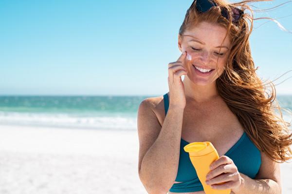 Aby mądrze korzystać z dobrodziejstw słońca, należy przede wszystkim zadbać o odpowiednią ochronę skóry.