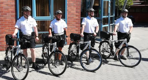 W Sopocie policjanci korzystają z czterech rowerów elektrycznych.