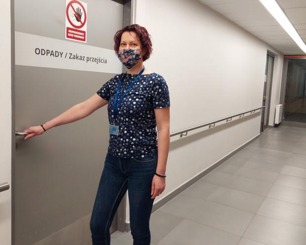 O tym, co dzieje się z medycznymi odpadami w UCK, opowiada Joanna Zielińska, główny specjalista ds. BHP i Ochrony Środowiska w Uniwersyteckim Centrum Klinicznym.