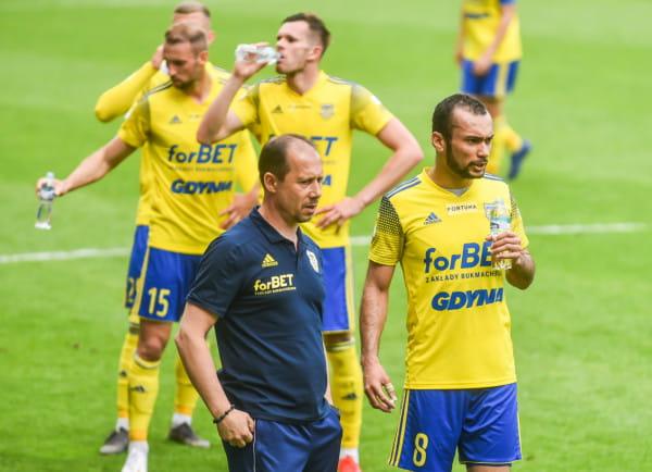 Trener Dariusz Marzec przyznaje, że przed meczem z ŁKS Łódź ciśnienie jest na maksa. Ostatnie spotkanie z tym rywalem Arka Gdynia dokładnie 2 miesiące temu wygrała dzięki golowi Marcusa (nr 8).