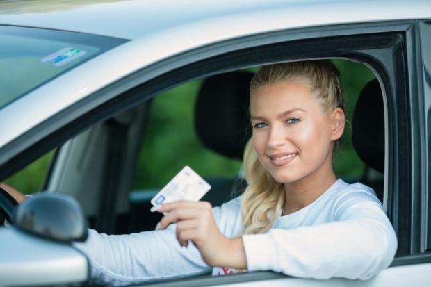 Za kilka lat każdy kierowca będzie musiał wymienić dokument prawa jazdy.