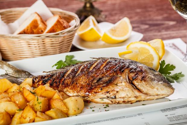 """Ze zjedzeniem dobrej rybki w centrum Gdańska nie ma najmniejszego problemu. Ten pojawia się dopiero wówczas, kiedy przychodzi do płacenia rachunku. """"Lokalsi"""" z pewnością nie żywią się tak na co dzień."""