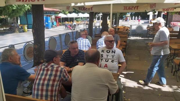 Lech Wałęsa spotkał się z kolegami stoczniowcami w nadmorskiej restauracji w Jelitkowie.