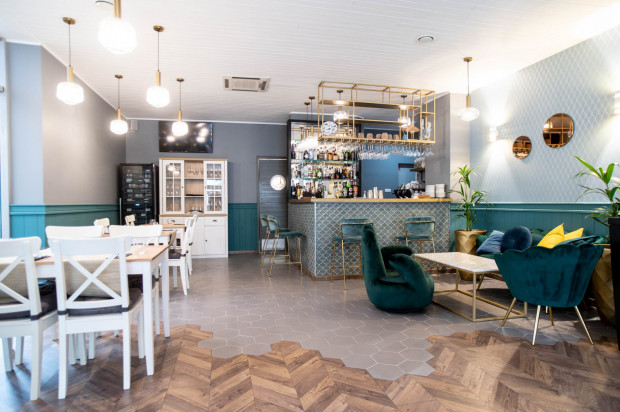 Restauracja Fisherman - finest food & wine to unikatowe połączenie wyrafinowanej kuchni de luxe i rodzinnej atmosfery. W przytulnych wnętrzach każdy może poczuć się tak swobodnie, jak we własnym domu.