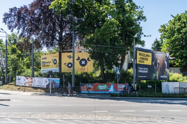 Dodatkowo duże nośniki reklamowe będą odsunięte od skrzyżowań na rzecz czytelności znaków drogowych i informacji miejskiej.