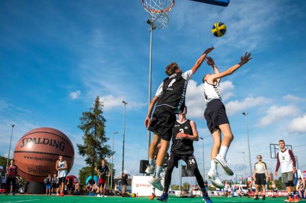 19 i 20 czerwca w koszykówkę 3x3 można zagrać w Gdyni, a 26 czerwca w Ergo Arenie. Oczywiście zapraszani są też kibice, bo wstęp jest bezpłatny.
