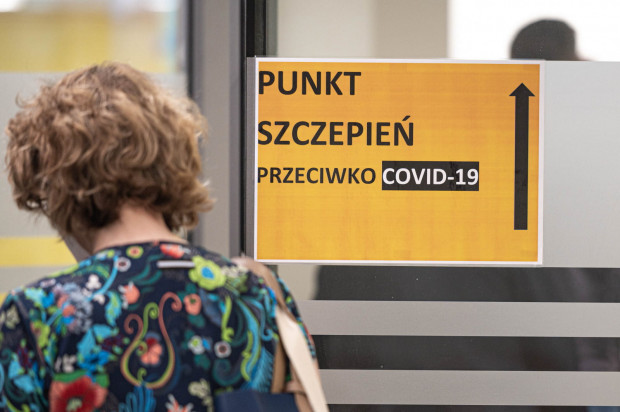 Z danych Ministerstwa Zdrowia (dane z 16 czerwca) wynika, że Pomorze pod względem liczby wykonanych szczepień przeciw COVID-19 w przeliczeniu na 10 tys. mieszkańców ze wskaźnikiem 103,41 zajmuje trzecie miejsce.