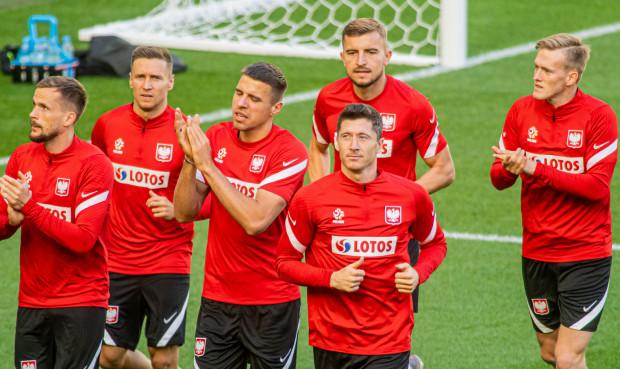 Jan Bednarek (na zdjęciu trzeci z lewej) zapewnia, że w Sewilli zobaczymy polską husarię, a każdy z naszym piłkarzy rozegra najlepszy mecz w życiu.