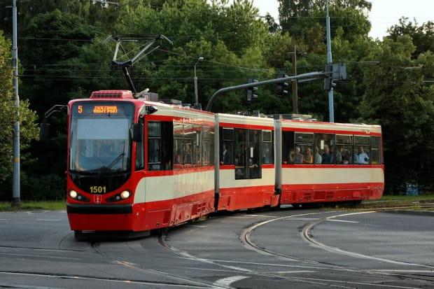 Średnia prędkość tramwajów linii 5 to zaledwie 16,6 km/h.