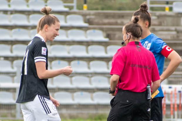 Piłka nożna kobiet wchodzi na coraz większy poziom, nie tylko piłkarski.