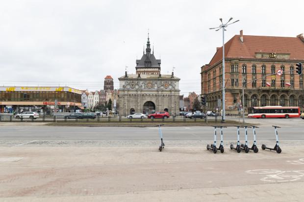 Ul. Wały Jagiellońskie i Podwale Grodzkie to jedne z tych w centrum Gdańska, na których bardzo brakuje zieleni.