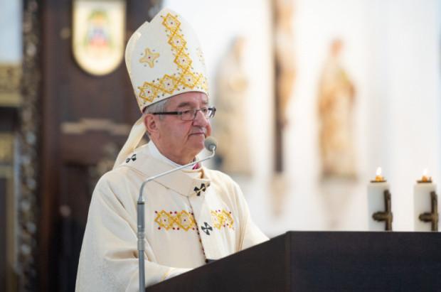 Abp Sławoj Leszek Głódź decyzją papieża ma nakaz zamieszkania poza archidiecezją gdańską. To jedna z kar za tuszowanie pedofilii.