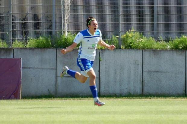 Radosław Kmiecik został nieoczekiwanym bohaterem dwóch ostatnich ligowym meczów Bałtyku Gdynia. W debiucie strzelił gola. Tydzień później powtórzył ten wyczyn, a ponadto wywalczył rzut karny, dzięki któremu biało-niebiescy zdobyli komplet punktów.