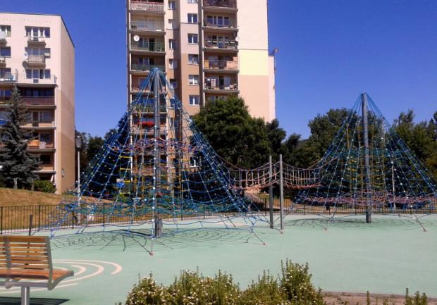 Parki linowe i linaria mają pomóc dzieciom oswajać się z wysokością.