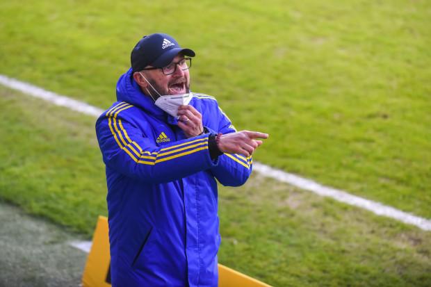 Janusz Świerad pozostanie w sztabie szkoleniowym Arki Gdynia. Asystent trenera przedłużył umowę do 30 czerwca 2022 roku, z opcją przedłużenia o kolejny.