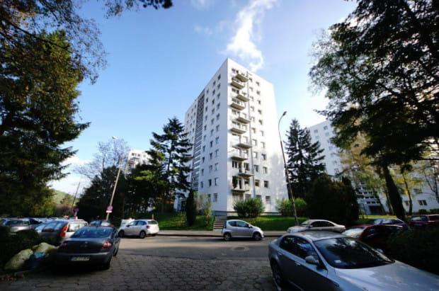 Opisana historia dotyczy jednego z bloków na osiedlu Mickiewicza w Sopocie. Powyżej poglądowe zdjęcie tego osiedla.